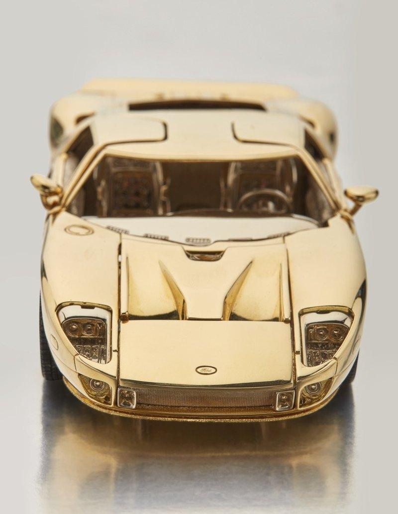 Модель Ford GT из золота продадут с молотка