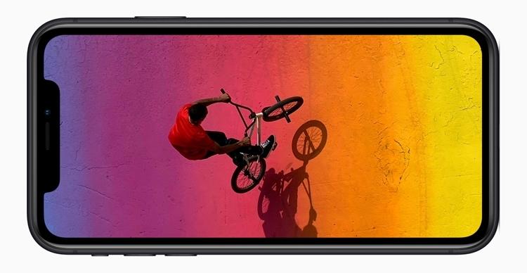 Начало продаж iPhone XR отложили из-за выреза в дисплее