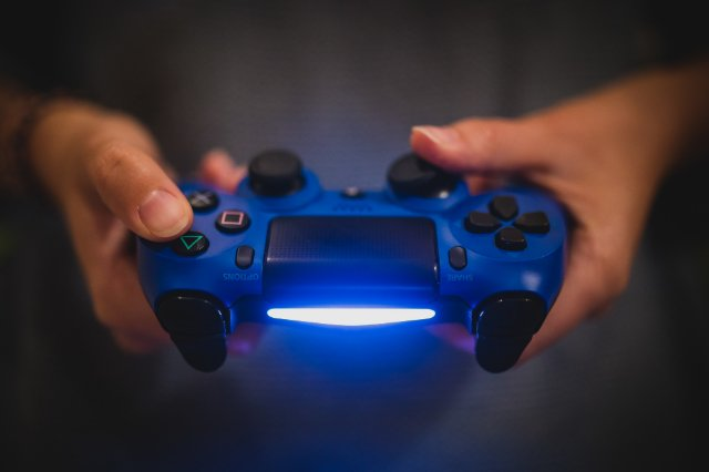 Новинки PlayStation 5 не будут поддерживать контроллер PlayStation 4