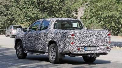 Новую версию Mitsubishi L200 впервые засняли на дороге