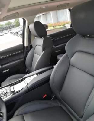 В Сети появились живые фото китайского клона Range Rover Sport