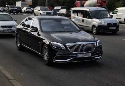 На украинских дорогах засняли самый роскошный Mercedes Maybach