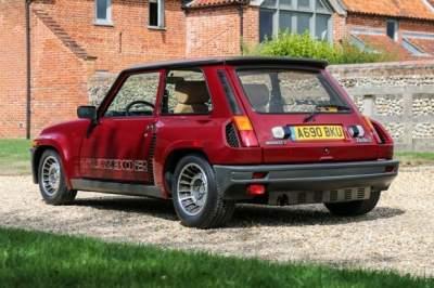 Миниатюрный Renault продали по цене Porsche 911