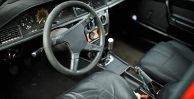 В Сети показали самый экстремальный тюнинг Mercedes 190
