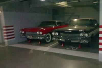 На киевской парковке нашли два уникальных Cadillac Eldorado