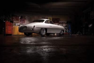 Ретро-автомобиль с уникальным дизайном показали на фото