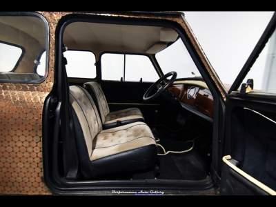 Легендарный автомобиль из рекламы The Beatles уйдет с молотка