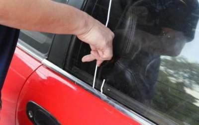 Как открыть авто, если ключи остались внутри