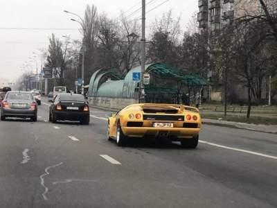 В Киеве видели культовый суперкар Lamborghini Diablo VT