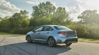 Toyota показала фотографии обновленной модели Corolla