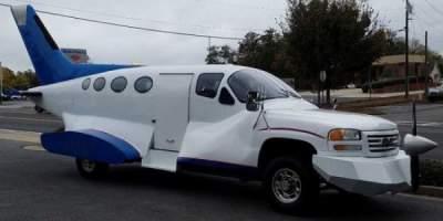 В Сети продают тюнингованный автомобиль-самолет