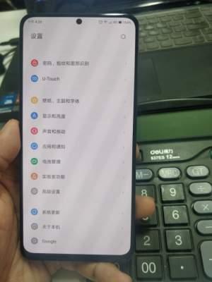 Смартфон Lenovo Z5s получил круглое отверстие в дисплее