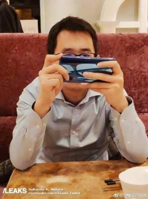 Xiaomi Mi 9 сняли в руках одного из сотрудников
