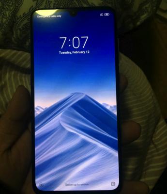 Xiaomi Mi 9 появился на живых фото