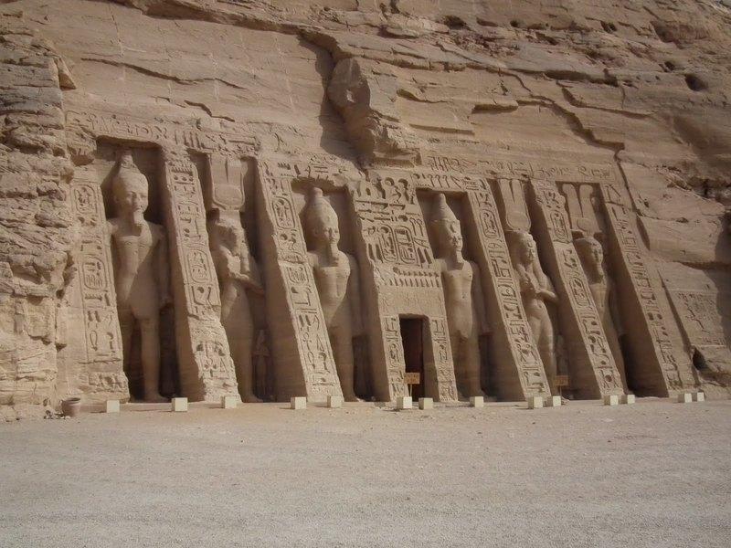 Мертвецы Аль-Ассасифа: мумии и саркофаги древнего некрополя