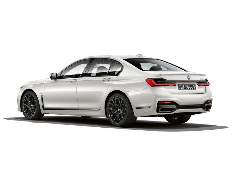 BMW показала самую экономичную «семёрку»