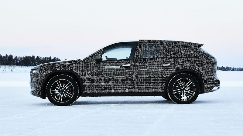 BMW показала электрокроссовер iNEXT в ходе зимних тестов