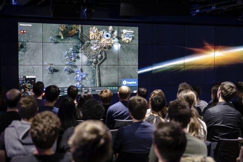Искусственный интеллект обыграл людей в Starcraft
