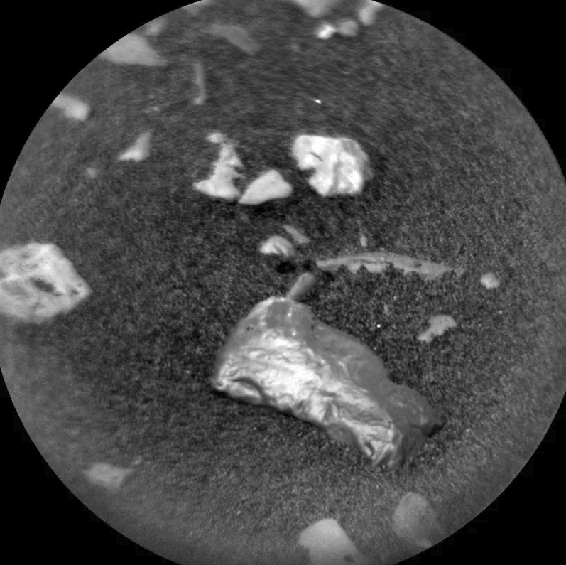 На Марсе обнаружен загадочный блестящий объект