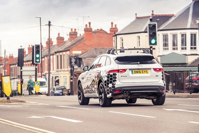 Jaguar Land Rover избавит от пробок на светофорах