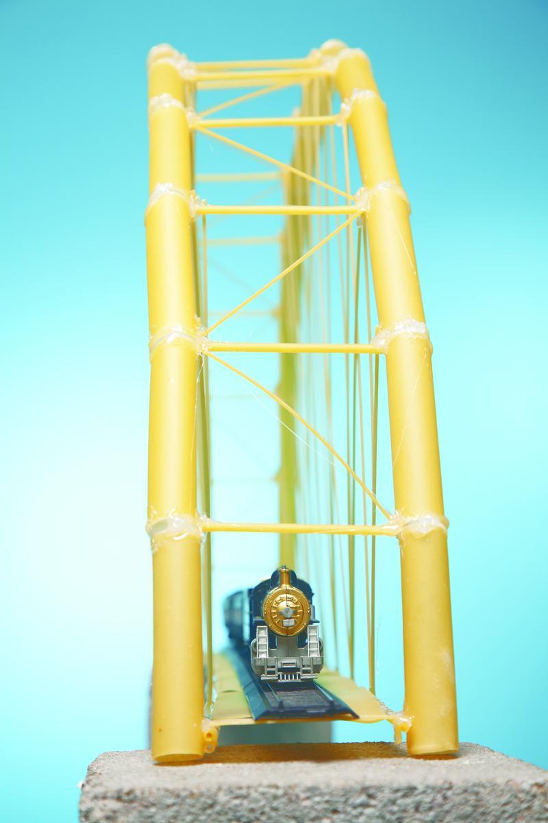 Как построить настоящий мост из макарон?