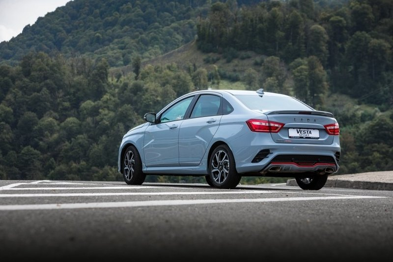 АвтоВАЗ объявил о старте продаж самой дорогой модели