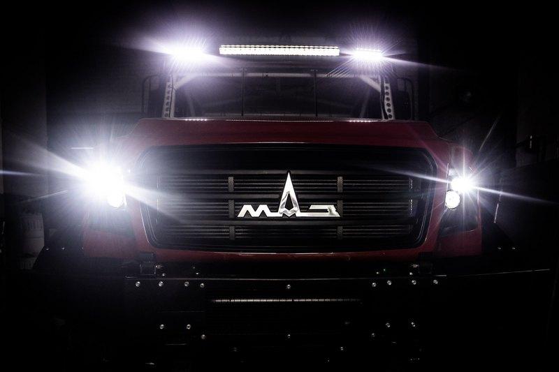 МАЗ показал первый спортивный грузовик с капотом
