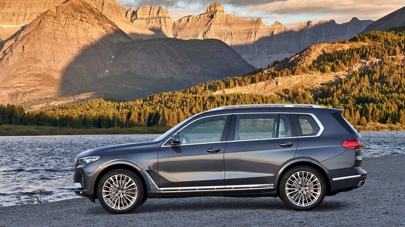 BMW рассекретила самый большой кроссовер X7