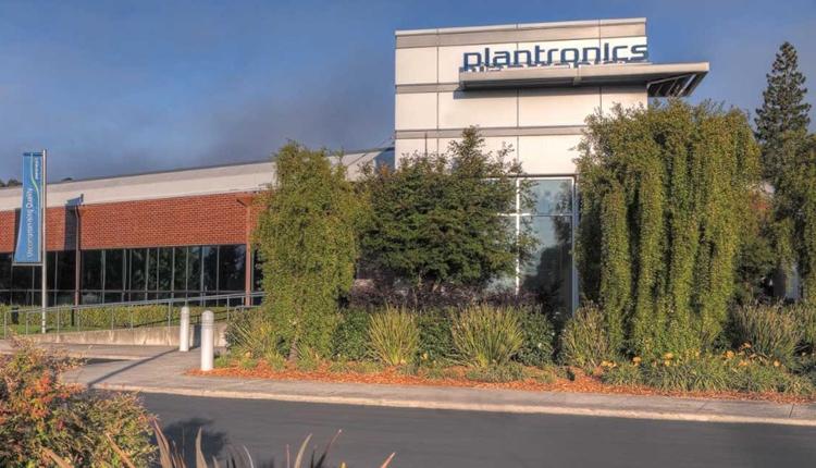 Logitech планирует купить производителя гарнитур Plantronics