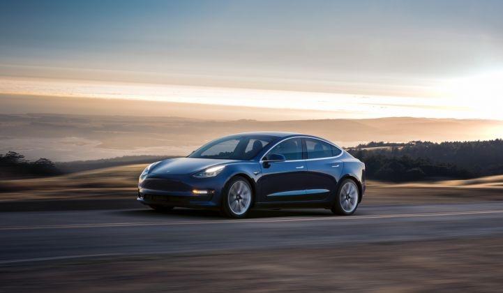 Tesla начала выпуск более дешёвой версии электромобиля Model 3 с запасом хода 418 км