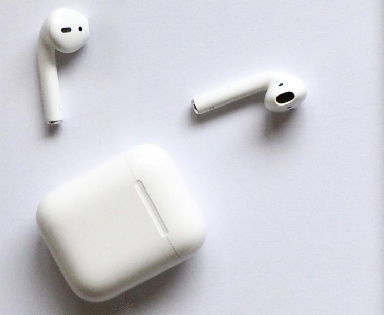 Amazon и Google могут выпустить наушники в стиле Apple AirPods