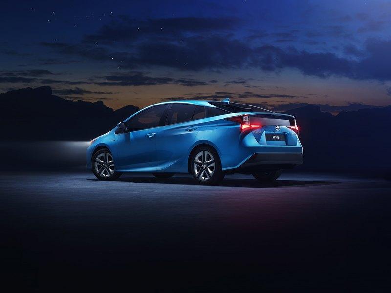 Toyota Prius поумнела и стала полноприводной