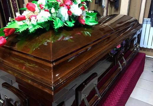 Большой выбор полированных гробов