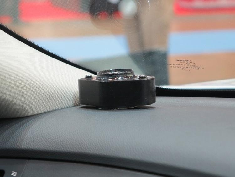 Новинка Clarion превратит автомобильную крышу или стекло в динамик