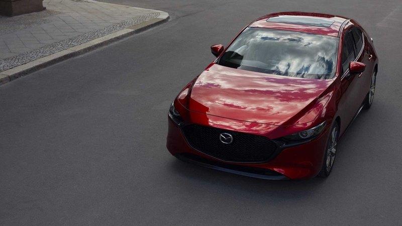 Mazda презентовала новую «трёшку»: седан и хэтчбек