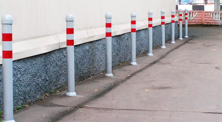 Как выглядят современные ограничители для транспорта: сигнальные столбики, парковочные барьеры, колесоотбойники