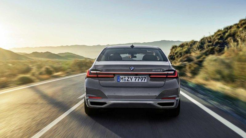 BMW увеличила «ноздри» флагманскому седану