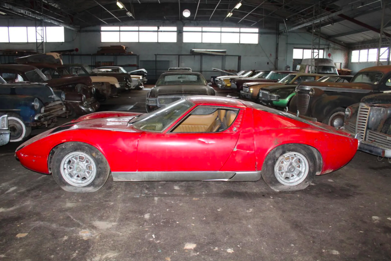Во Франции обнаружили огромную коллекцию заброшенных машин