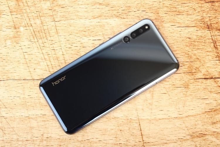Китайские смартфоны становятся всё популярнее в России