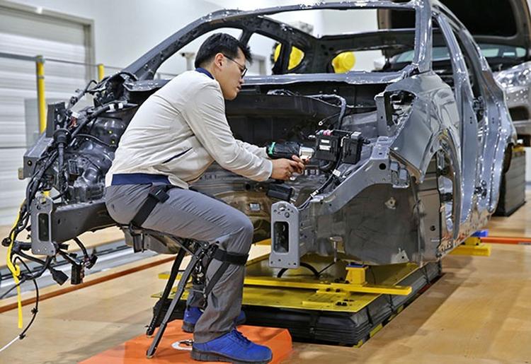 Экзоскелеты Hyundai облегчат работу сотрудников сборочных линий