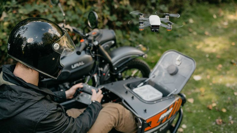 Первый в мире мотоцикл со встроенным дроном