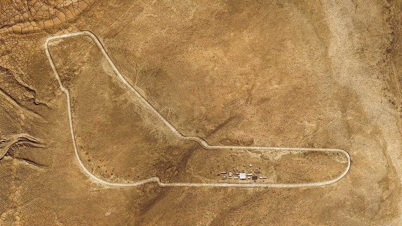 BMW X5 — на воссозданной в Сахаре трассе Монца: видео