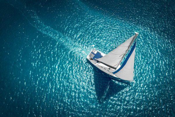 Взять в аренду парусную яхту в Сочи