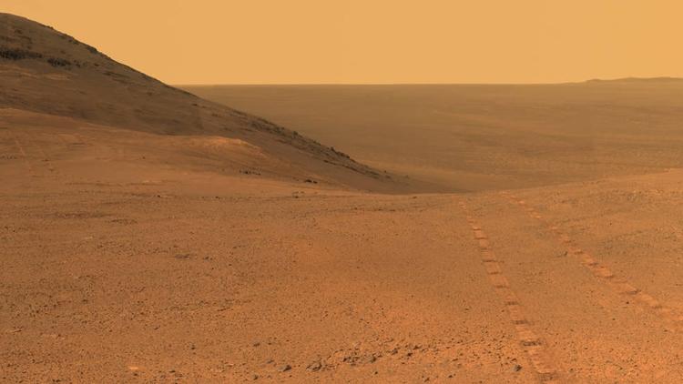 Марсоход Opportunity пока отказывается подавать признаки жизни
