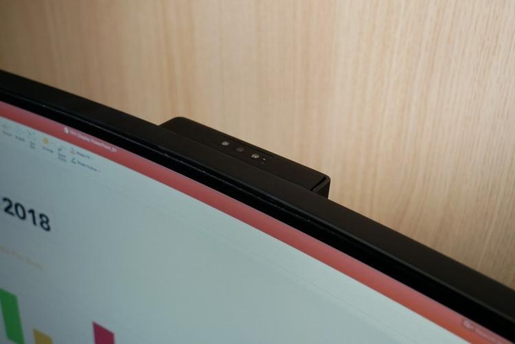 Гигантский монитор Philips 499P9H имеет соотношение сторон 32:9