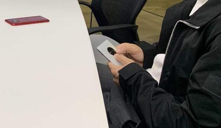 Чем собирается удивить OnePlus: на фото показался загадочный смартфон