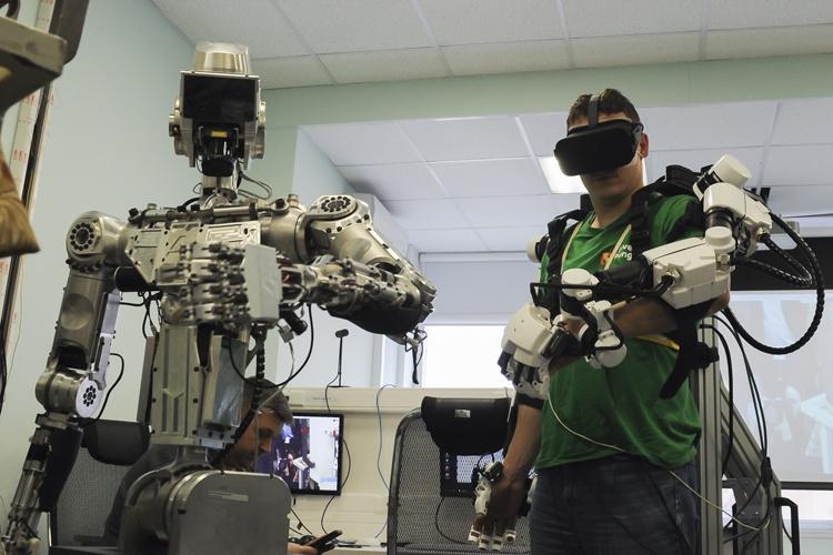 Фото дня: российский антропоморфный робот в действии