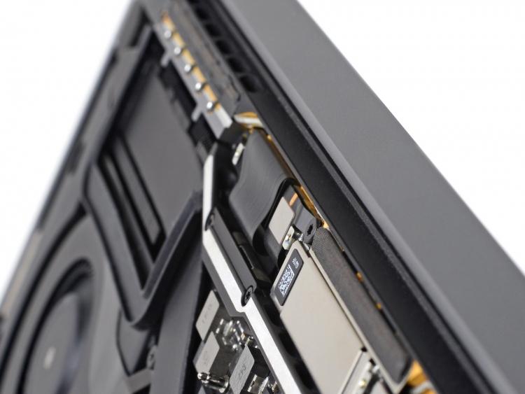 Проблема со шлейфами экрана дорого обходится владельцам MacBook Pro