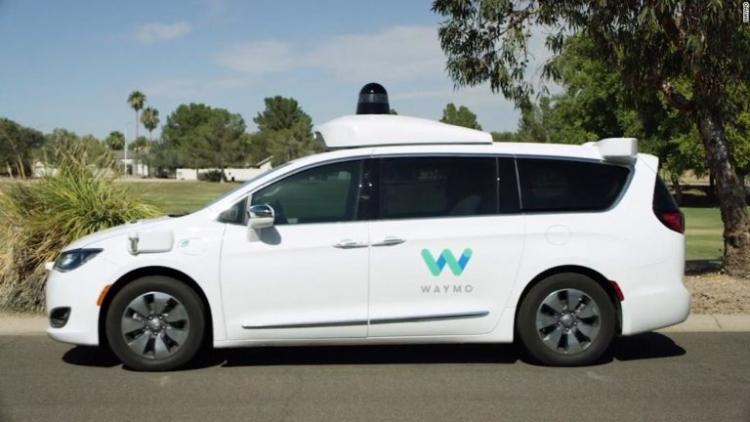 Waymo встречалась в 2016 году с 12 автопроизводителями в поисках партнёра по выпуску самоуправляемых автомобилей