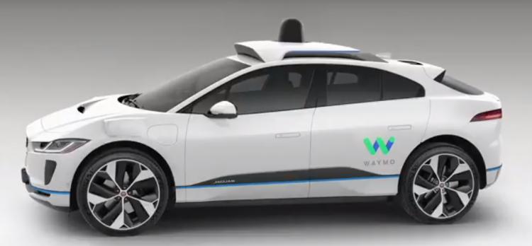 Waymo возвращает в свои робомобили страховочных водителей
